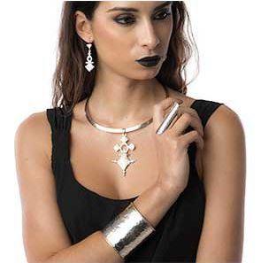 Porter des bijoux ethniques en argent pour un look tendance !